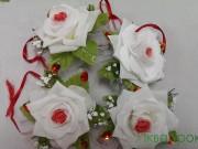 7,1 Троянда біла з червоним з камінцем 4 шт 40 грн