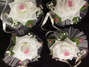 7,10 троянда біла з рожевим з червоним камінцем,4 шт за 40 грн
