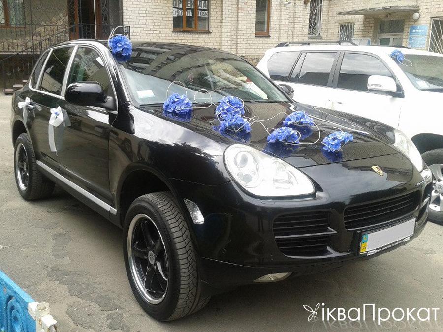прикраси на авто з синіх квітів