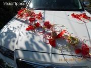 прикраси на авто червоного кольору