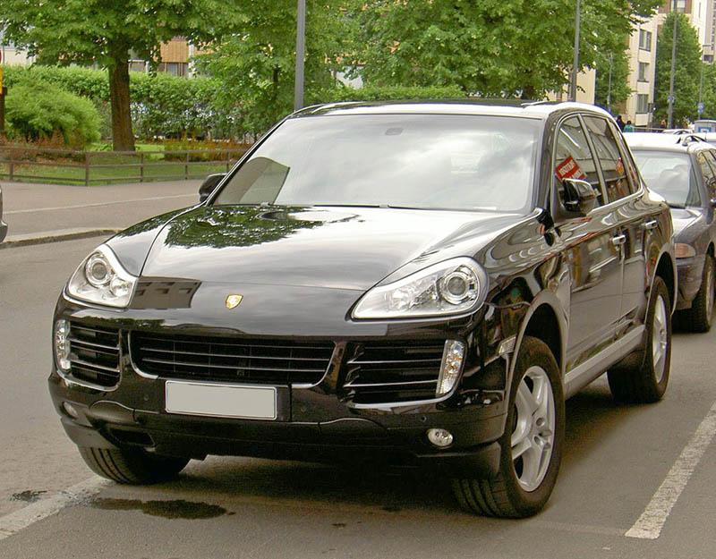 Porsche Cayenne чорний джип