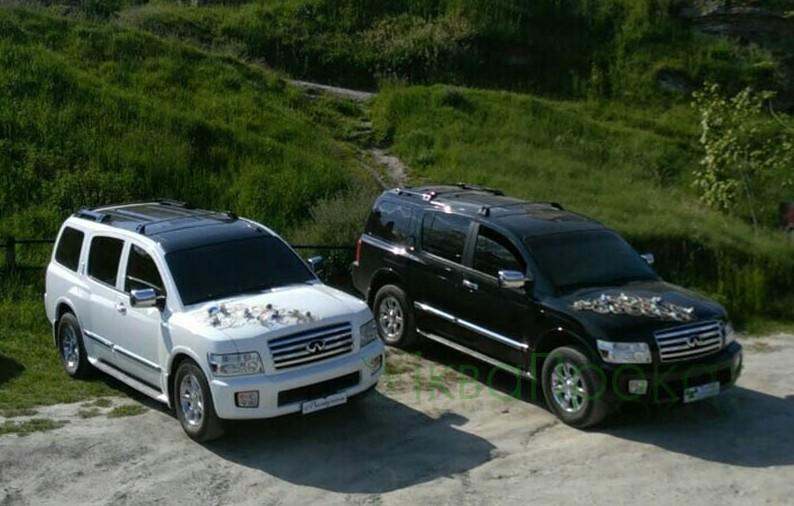 чорний та білий джип infiniti QX56