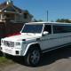 Білий лімузин Mercedes G з червоними прикрасами