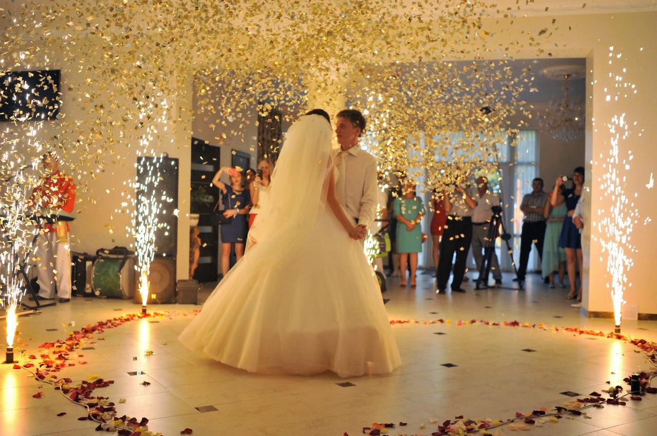 05a1eaae6eebc3 Спецефекти першого танцю Рівне, Постановка першого весільного танцю у  рівному, важкий дим на перший танець в Рівному, Рівне важкий дим на перший  танець, ...